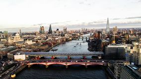 Luchtmening van Financieel District en Oriëntatiepunten in Centraal Londen Stock Foto