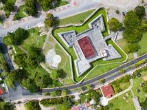 Luchtmening van Fortress DE San Felipe Bacalar en omgeving stock afbeeldingen