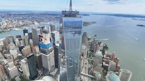 Luchtmening van Freedom Tower en Lower Manhattan New York stock video