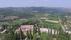 Luchtmening van Greve in de vallei Italië van Chiantitoscanië in de zomer stock videobeelden