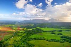 Luchtmening van groene gebieden op Kauai, Hawaï Stock Afbeeldingen