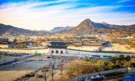 Luchtmening van Gyeongbok-paleis en het Blauwe Huis in de stad van Seoel, Korea royalty-vrije stock foto