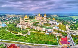 Luchtmening van Heilige Dormition Pochayiv Lavra, een Orthodox klooster in Ternopil Oblast van de Oekraïne royalty-vrije stock afbeelding