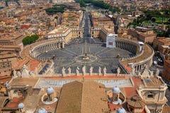 Luchtmening van het Beroemde Vierkant van Heilige Peter in Vatikaan Stock Foto's