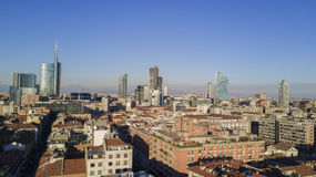 Luchtmening van het centrum van Milaan, panorama van Milaan, de woonplaatsen van Porta Nuova en wolkenkrabbers, Italië, Stock Foto