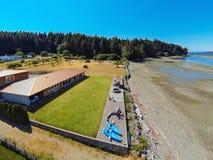 Luchtmening van het huis van de waterkant met perfect landschap Stock Foto