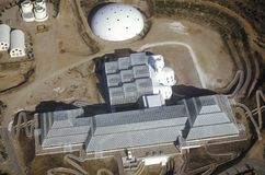 Luchtmening van het ingesloten ecosysteem van Biosfeer 2 in Oracle in Tucson, AZ stock fotografie