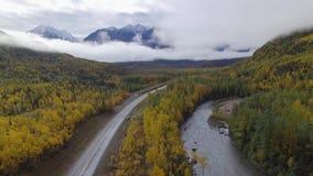 Luchtmening van het landschap van Alaska stock video