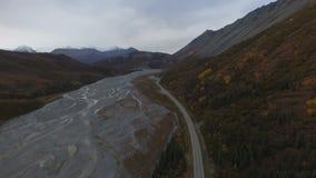 Luchtmening van het landschap van Alaska stock footage