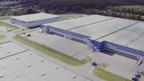 Luchtmening van het logistiekpakhuis stock video