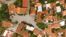 Luchtmening van het mooie vierkant van David in Sighnaghi-stad in Georgië, het reizen stock videobeelden