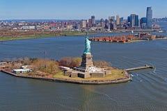 Luchtmening van het Standbeeld van Vrijheid in New York stock foto
