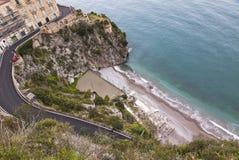 Luchtmening van het strand op Amalfi zeekust, Italië stock fotografie