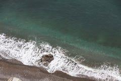 Luchtmening van het strand op Amalfi zeekust, Italië stock afbeeldingen