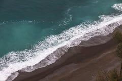 Luchtmening van het strand op Amalfi zeekust, Italië royalty-vrije stock foto's