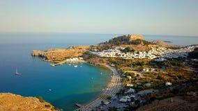 Luchtmening van historisch Dorp Lindos op Rhodes Greece Island stock videobeelden
