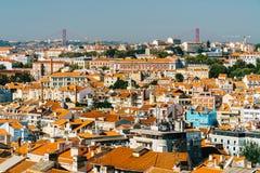 Luchtmening van Horizon de Van de binnenstad van Lissabon van de Oude Historische Stad en 25 DE Abril Bridge vijfentwintigste Apr Royalty-vrije Stock Afbeeldingen
