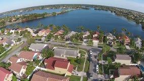 Luchtmening van huizen in Florida stock footage