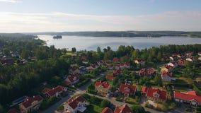 Luchtmening van huizen in Zweden stock footage