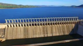 Luchtmening van Hume Dam stock video