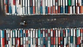 Luchtmening van Industriële haven met containersschip stock video