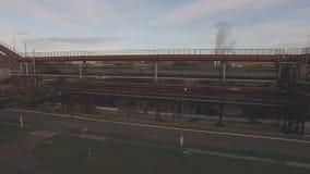 Luchtmening van industriële infrastructuur, bij de Cokesproductie stock footage