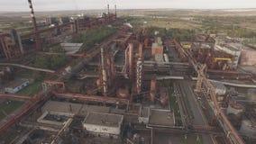 Luchtmening van industriële infrastructuur, bij de Cokesproductie stock video
