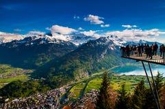 Luchtmening van Interlaken en Zwitserse Alpen van Hardere Kulm-mening p stock foto
