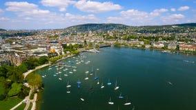 Luchtmening van Jachten rond Meer Marina In Zurich Stock Afbeeldingen