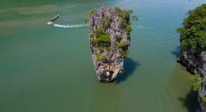 Luchtmening van James Bond-eiland en de mooie vormingen van de kalksteenrots in het overzees royalty-vrije stock afbeeldingen