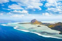 Luchtmening van Le Morne Brabantl mauritius Stock Afbeeldingen
