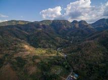 Luchtmening van licht en schaduw in bergketen Royalty-vrije Stock Foto