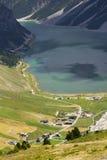 Luchtmening van Livigno-meer in de Bergen van Alpen, Italië Royalty-vrije Stock Afbeeldingen