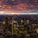 Luchtmening van Londen tijdens zonsondergang stock afbeeldingen