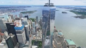Luchtmening van Lower Manhattan en Freedom Tower stock video
