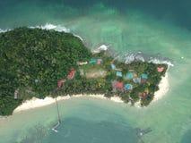 Luchtmening van Manukan-Eiland Sabah, Maleisië Duidelijke groene oceaan Het Manukaneiland is het meest bezochte eiland in Sabah H Stock Foto