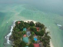 Luchtmening van Manukan-Eiland Sabah, Maleisië Duidelijke groene oceaan Het Manukaneiland is het meest bezochte eiland in Sabah H Stock Afbeelding