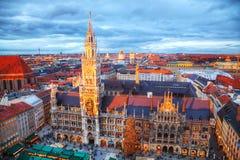 Luchtmening van Marienplatz in München Stock Foto