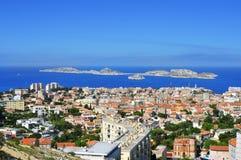 Luchtmening van Marseille, Frankrijk, met Les-Eilandeneilanden in stock afbeeldingen