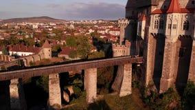 Luchtmening van middeleeuws Corvin-Kasteel stock video