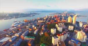 Luchtmening van mooi Egersheld-schiereiland in de ochtend Vladivostok, Rusland stock footage