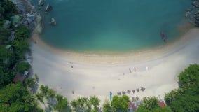 Luchtmening van Mooie Tropische Baai met Melkachtig Turkoois Water stock footage