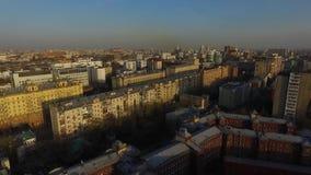 Luchtmening van Moskou bij nacht Novoarbatskybrug, de Overheidsbouw, het Hotel van de Oekraïne tijdens nacht in Moskou Hoogste me stock videobeelden
