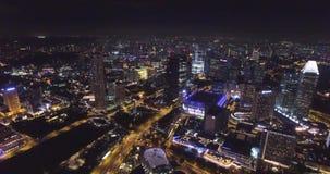 Luchtmening van nacht Singapore Lengte van hommel in 4K stock footage