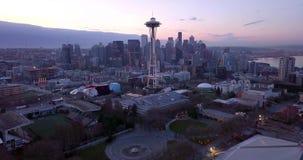 Luchtmening van northside van Seattle en het zanderige stedelijke landschap stock footage