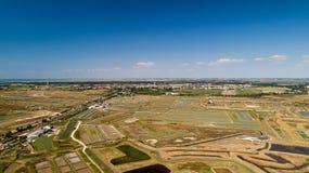 Luchtmening van oesterslandbouwbedrijven in Marennes, Charente-Maritime stock foto's