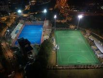 Luchtmening van openluchthockeygebied tijdens nacht royalty-vrije stock foto