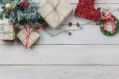 Luchtmening van ornamenten en decoratie Vrolijke Kerstmis en Gelukkig Nieuwjaar Stock Foto