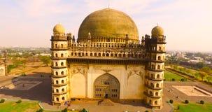 Luchtmening van oud paleis in India stock footage