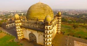 Luchtmening van oud paleis in India stock video